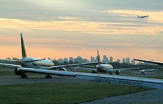 Bs_airplane_departure_traffic_806601