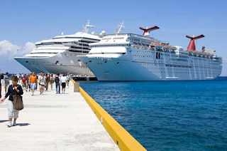 TB_Carnival_Cruise_Ships_In_Port_5009265
